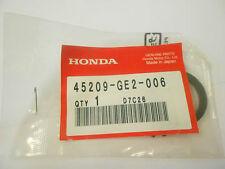 HONDA GENUINE SEAL PISTON FITS VARIOUS HONDA MODELS 45209-GE2-006