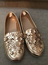 NWOT Gymboree Girls Gold Loafers Slip Om with flowers size 12