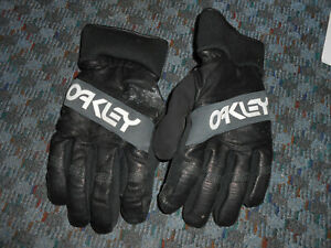 "Oakley ""FN Dry"" 3M Insulate Black Leather Winter Gloves (XL)"