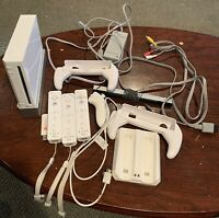 Nintendo Wii White Console RVL-001 Game Cube Compatible Bundle 3 Controllers