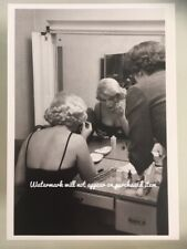 Postcard- Marilyn Monroe 1959 doing her make up in Chicago (News Productions)