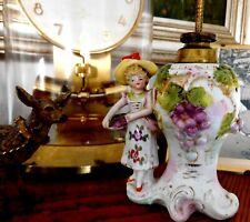 Antike Porzellan Öllampe Winzerin Wein Dame  1890 Weinkönigin Porzellan Mädchen