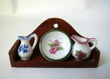 VTG Dollhouse Miniature Reutter Wood Shelf 2 Porcelain Pitchers Plate Blue Onion
