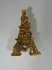 Broche vintage résine dorée Tour Eiffel signé F. Volle Paris, H - 6,5 cm