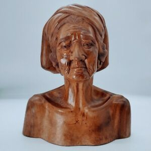 Hand Carved Old couple wooden sculptures. Beautiful Art and great details. PO