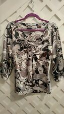 VIOLET & CLAIRE GEOMETRIC/FLORAL SILKY SILVER/BLACK 3/4 SLEEVE TOP  L