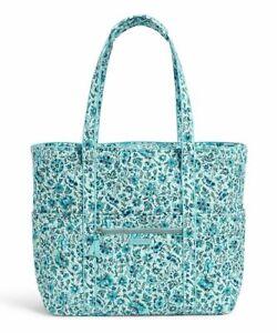 NWT VERA BRADLEY Get Carried Away Tote Travel Bag in Cloud Vine R$124