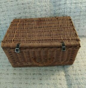 WICKER HAMPER / BASKET (A) WITH HANDLE HEAVY IN NICE CONDITION SEE OUR PHOTOS