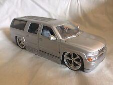 JADA Toys 2000 Chevrolet Chevy Suburban DUB Custom 1:24 Diecast Car Model Silver