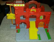 2009 Hasbro Inc Tonka firehouse plastic play station with moving parts
