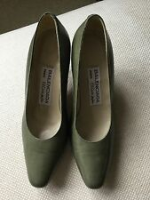 Timeless pair of BALENCIAGA of PARIS court shoes in sage green leather size 35EU