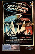 Atlantis 1005 Earth VS The Flying Saucers movie UFO lighted model kit 1/144
