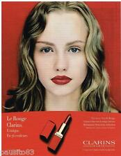 PUBLICITE ADVERTISING 105  2002  CLARINS  maquillage rouge à lèvres LE ROUGE