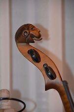 Geige Violine mit Löwenkopf