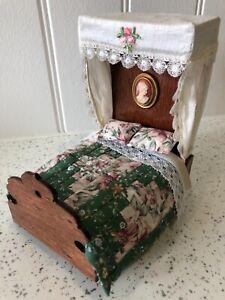 Dolls house miniature 1:12 half tester bed + bed linen