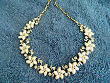 Vintage neckless, white flowers