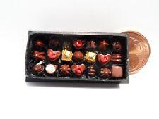 Edle Schachtel Pralinen, Süßigkeiten,1:12, HANDARBEIT, Puppenhaus, Miniaturen