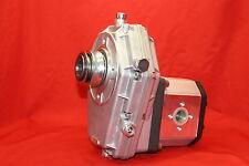Zapfwellengetriebe. Gr.3 mit Ziehverschl. u. Pumpe 66 Ltr/min- 32 cm³