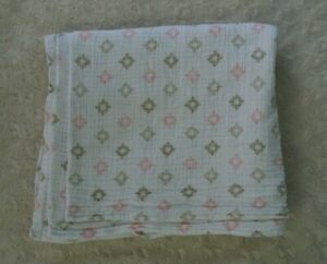 Swaddle Me Summer Infant Baby Blanket Muslin White Tan Pink Medallion Print