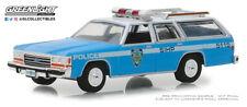 GreenLight 1/64 Hot Pursuit 30 1988 Ford LTD Crown Victoria Wagon (NYPD) 42870-C