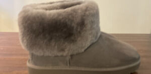 UGG CLASSIC MINI FLUFF 1106757 CHARCOAL WOMAN'S SIZE 9, BOOTS, AUTHENTIC NEW