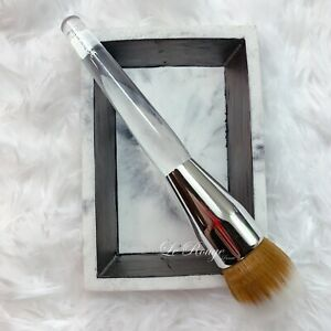 New unbox Clinique Foundation / powder Buff Brush brand new *full size