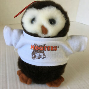 """Hooters Owl Plush with Whoo's Your Daddy? T-Shirt 6"""""""