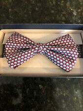 Vinegard Vines Boys Red Silk Bow Tie, Hockey Puck Geo Printed Tie, New With Tags