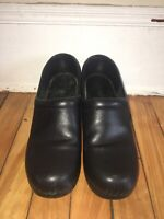 LL BEAN Womens Professional Clogs Black Leather Slip On Nursing Shoes Size 8M