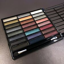 * NEW * Profusion Cosmetics 24 Color Eye shadow Palette Smoky