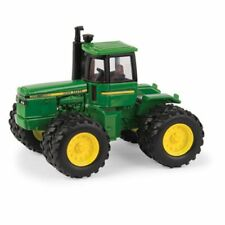 NEW John Deere 8450 Tractor with Duals, Collector Card 1/64 Scale (LP67317)