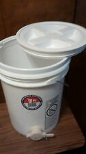 60 lb Honey Storage Tank/Bottler with Honey Gate 5 gallons w/ screw on lid
