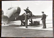 AVIATION, PHOTO EQUIPAGE ET MECANICIEN DEVANT AVION ( 1950? )