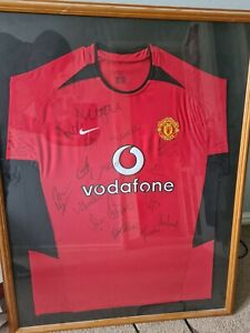 Manchester United Signed and Framed Football Shirt 2001/2002