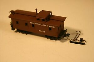 N Scale 50180 Kadee 34' Wood Sheathed Caboose Milwaukee Road MILW # 01924