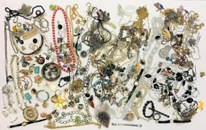 Lot COSTUME JEWELRY Estate Vintage Modern Mix &More Necklaces Earrings Pins 9lbs