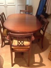 Vintage Extending Dining Table and 6 Chairs.( 2 Carvers)