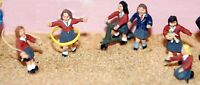 6 girls playing toys F178 UNPAINTED OO Scale Langley Models Kit People Figures