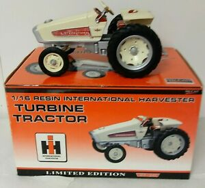 1/16 SpecCast 2003 International Harvester Turbine HT-341 Tractor w/ Box RESIN
