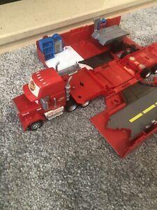 "Disney Pixar 2014 Mattel Cars 13"" Mack #95 Transporter CDN64 Truck Playset"
