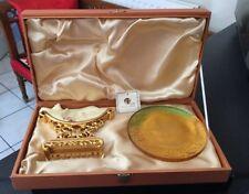 Vtg Liu-Li Story Boxed Yellow Green Crystal Art Glass Plaque On Gold Gilt Stand