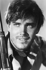 Jeffrey Hunter As Martin Pawley In The Searchers 11x17 Mini Poster Holding Rifle