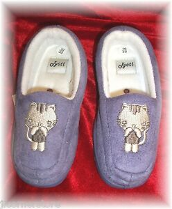 CLEARANCE- CHILDS CUTE CAT-LILAC SLIPPERS BRAND NEW WITH TAGS SIZES 10&11