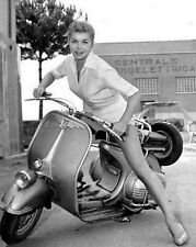 """Vespa pin up Scooters Mods 10"""" x 8"""" Photograph"""