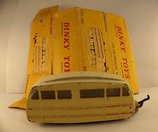 Dinky Toys F 811 caravane avec glaces version toit strié en boîte