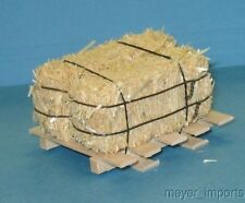 Pallet w/ Large Bales of Hay - G Scale - 101-0014