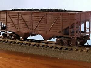 HO Athearn 34' Leigh Valley woodside 2 bay hopper #14002, built 1940, weathered,