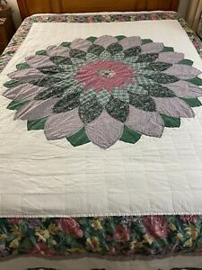 """Vintage Hand Quilted Giant Dahlia Quilt 100"""" x 81"""" #839"""