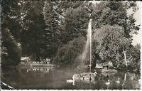 """Ansichtskarte Badenweiler """"Am Schwanenweiher mit Brunnen und Schwänen"""" - s/w"""