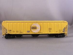Athearn - Cargill - 54' Covered Hopper + Wgt # 7415 w/Kadees